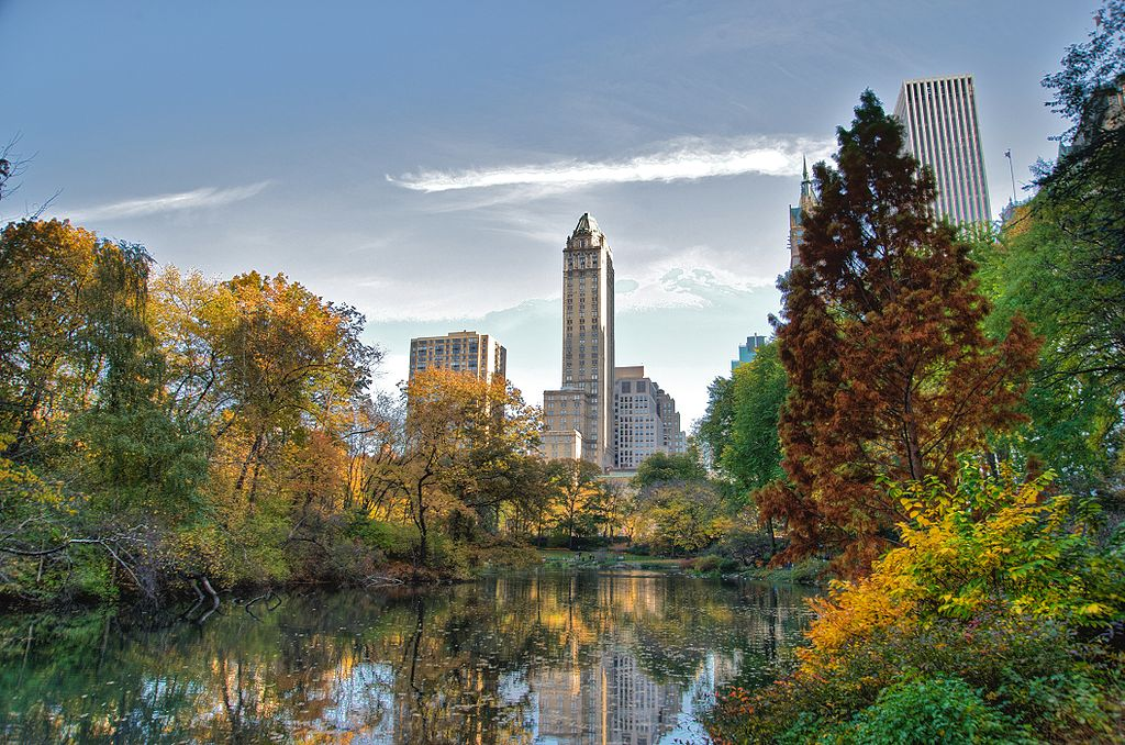1024px-Southwest_corner_of_Central_Park,_looking_east,_NYC